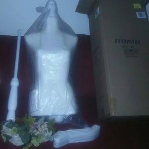 *NIB*DRESS FORM (MANNEQUIN) IS 5'4 tall assembleD.